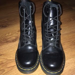 DR MARTENS 1460 WOMEN'S LEATHER LACEUP BOOTS